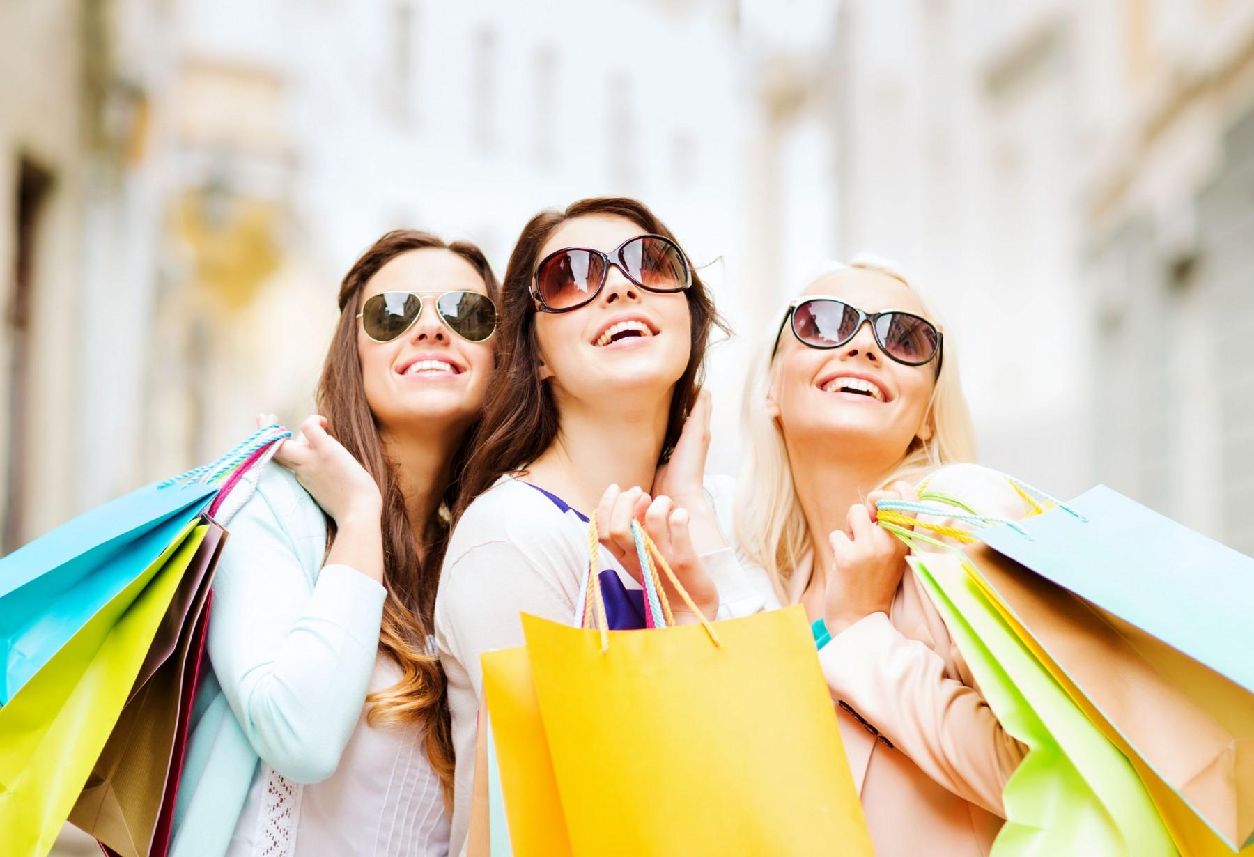 как правильно подбирать одежду по своей фигуре, как составить базовый и капсульный гардероб, как сочетать цвета в одежде, как подбирать аксессуары, как разбирать гардероб, как превратить шоппинг в удовольствие и ежедневневное одевание в увлекательную игру, как сделать свой лукбук, как стать женственной и стильной женщиной