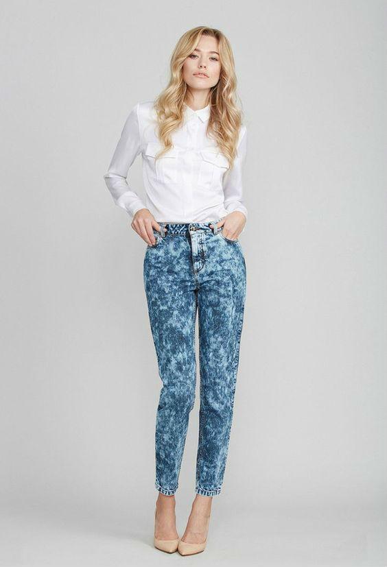 Сочетание белой блузы с джинсами