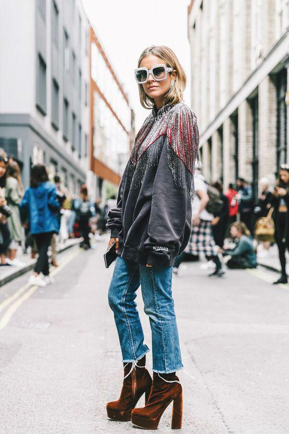 Свитшот и джинсы