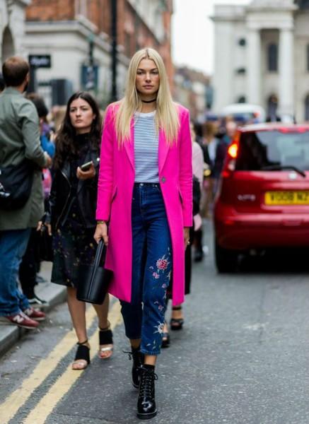 Сочетание ярких цветов с джинсами
