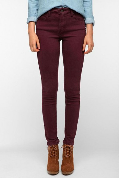 Темные зауженные джинсы