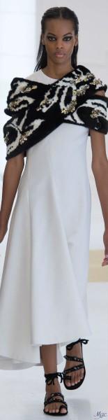 Шарф в сочетании с платьем