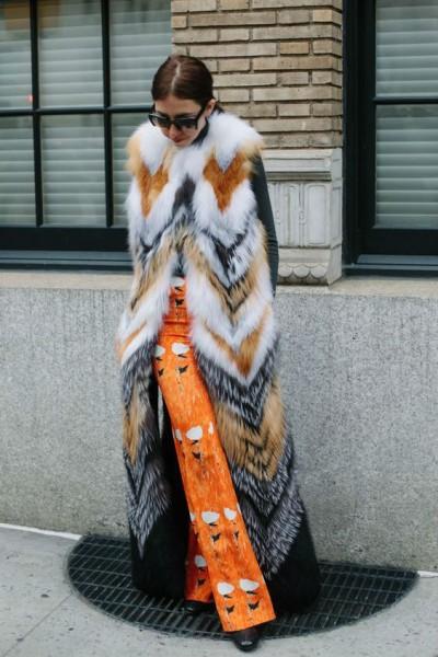 Как правильно носить длинный женский шарф
