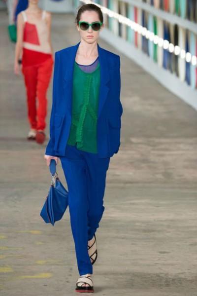 насыщенный синий цвет в одежде