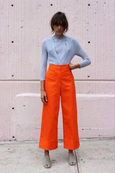 оранжево-красные брюки