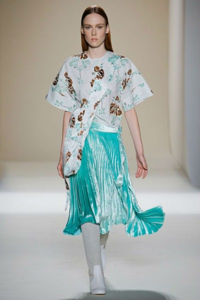 с чем носить юбку цвета морской волны