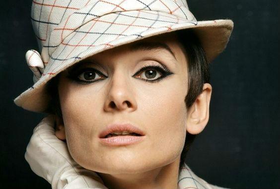 шляпка в стиле Одри Хепберн