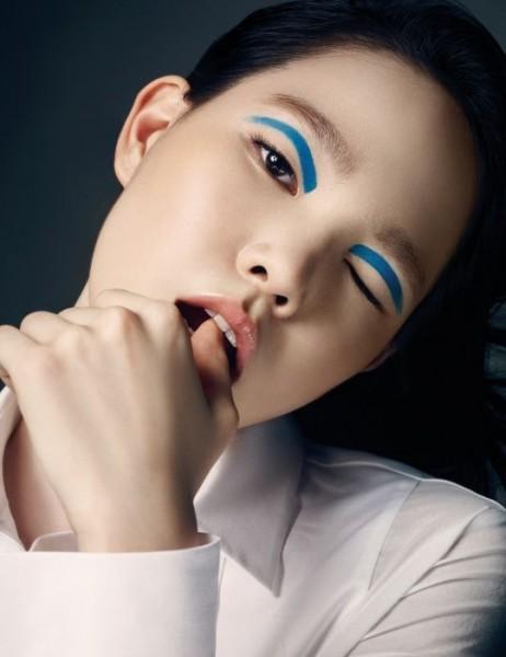 Красивый макияж синими тенями
