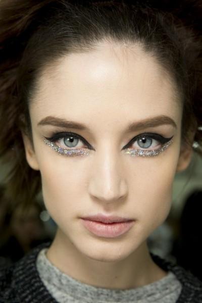Как сделать акцент на глаза в макияже