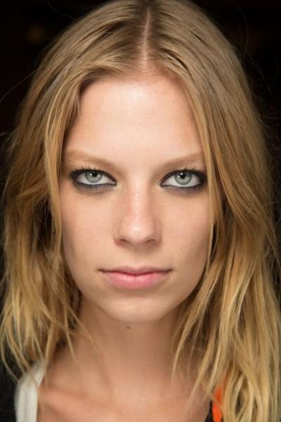 Как подчеркнуть цвет глаз макияжем
