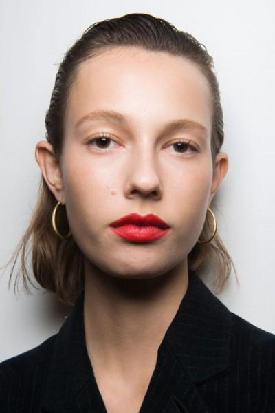 Какой макияж под красную помаду