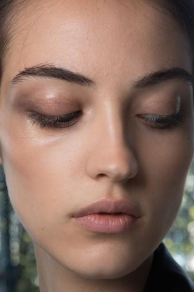 Как наносить стробинг на лицо