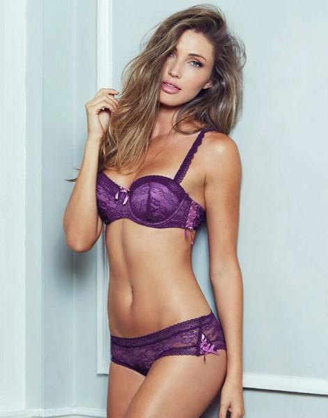 красивое кружевное нижнее белье для девушки