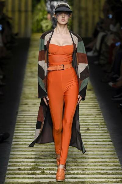 одежда для яркого женского образа
