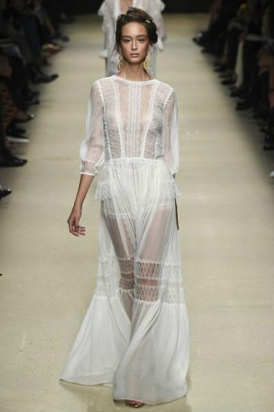 полупрозрачное белое платье