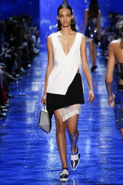 короткие платья с открытым декольте
