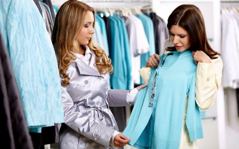 Продавец дорогой одежды