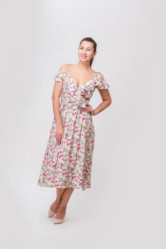 платье модное с рюшей