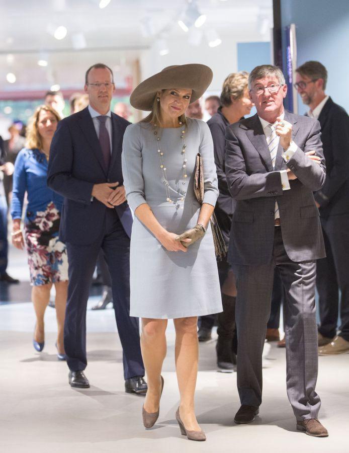 шляпа в деловом стиле