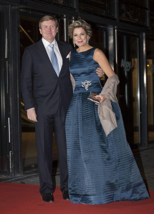 вечернее платье королевы в пол
