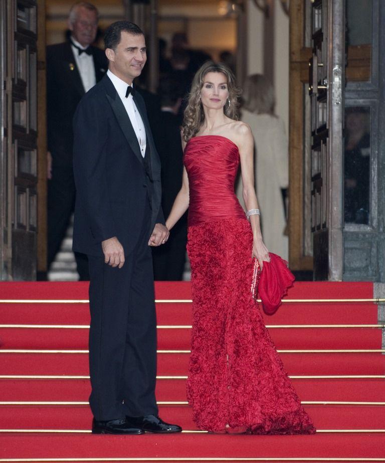 вечерние платья красного цвета в пол