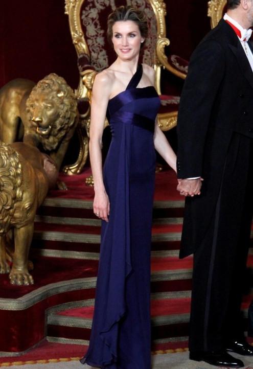 вечерние платья королев