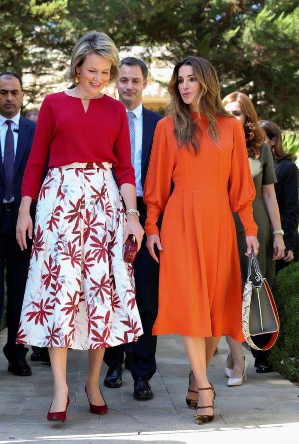 платье в стиле королевы