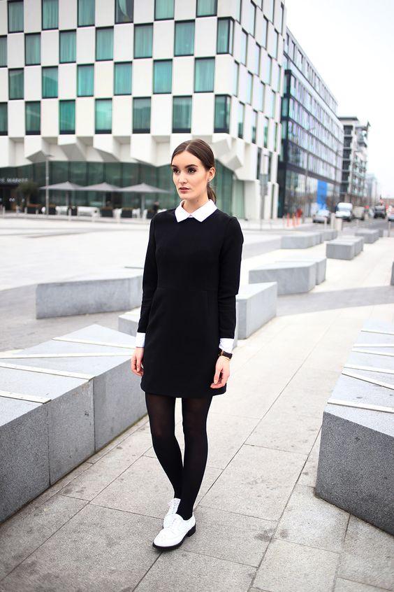 Девушка в красном белье и черными чулками — pic 8