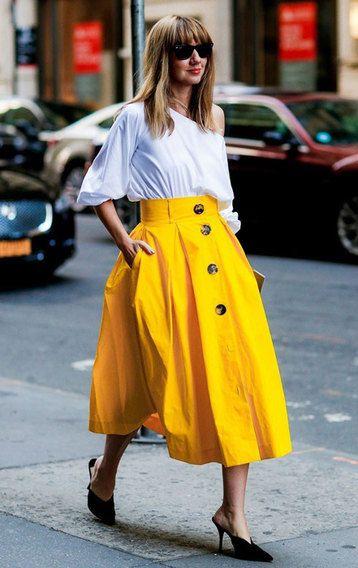 с чем носить яркую однотонную юбку