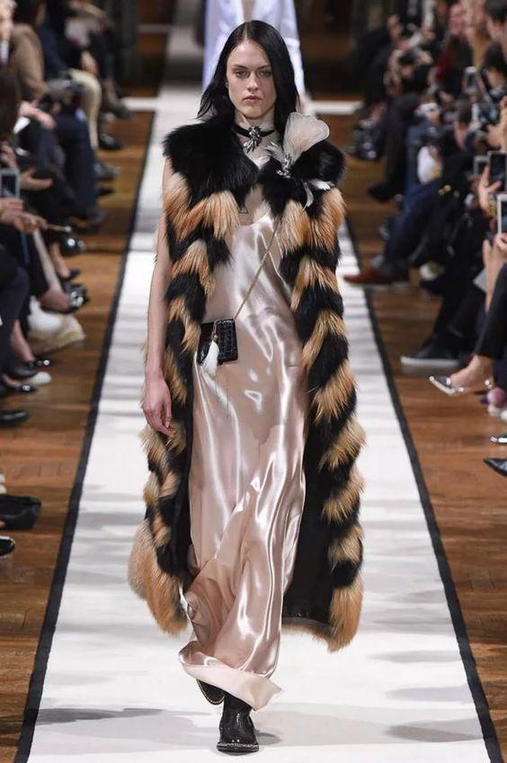 меховой жилет под платье