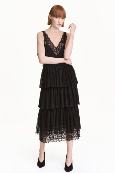 платье с кружевом без рукавов
