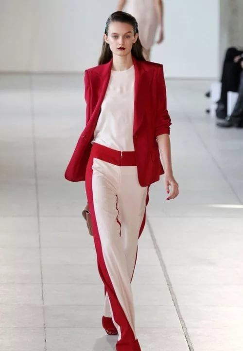 штаны с красными лампасами