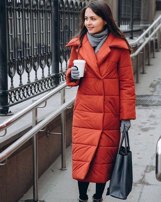 с чем носить красный пуховик зимой