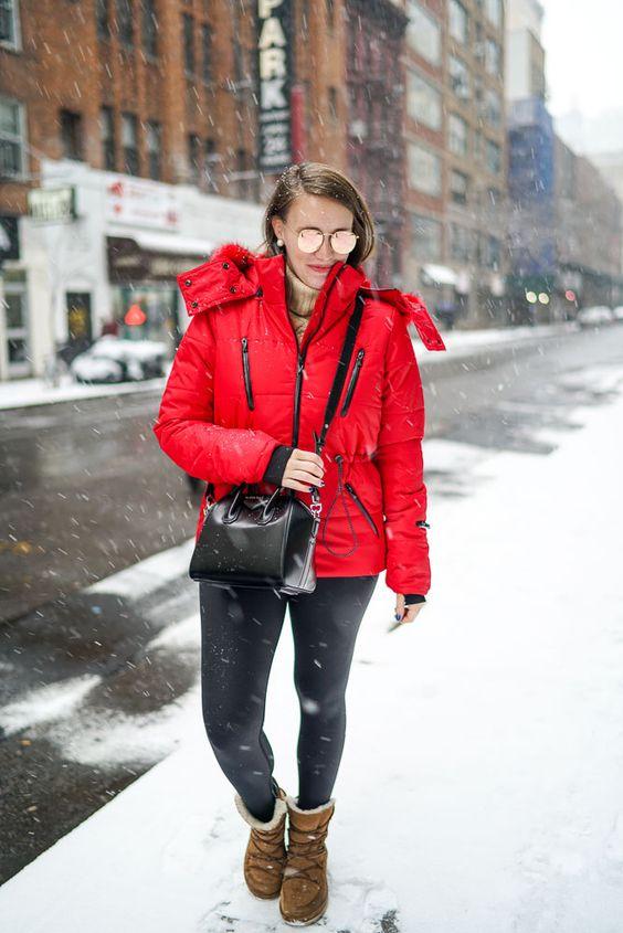 с чем носить красную куртку зимой