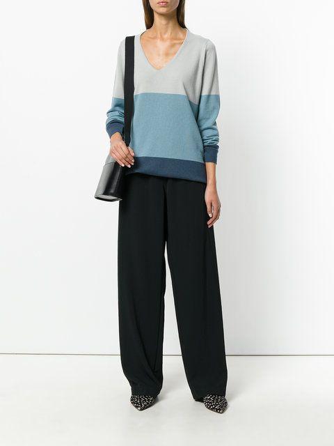 свитер с вырезом