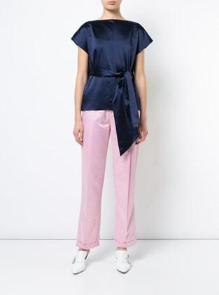сочетание розовые брюки