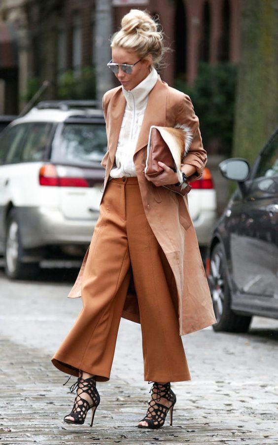 женственный комплект с брюками для перевернутого треугольника